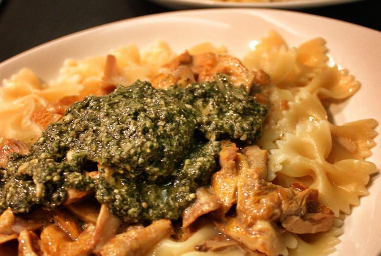 Rezept: Farfalle mit Pfifferlingen und Pesto Verde selber machen