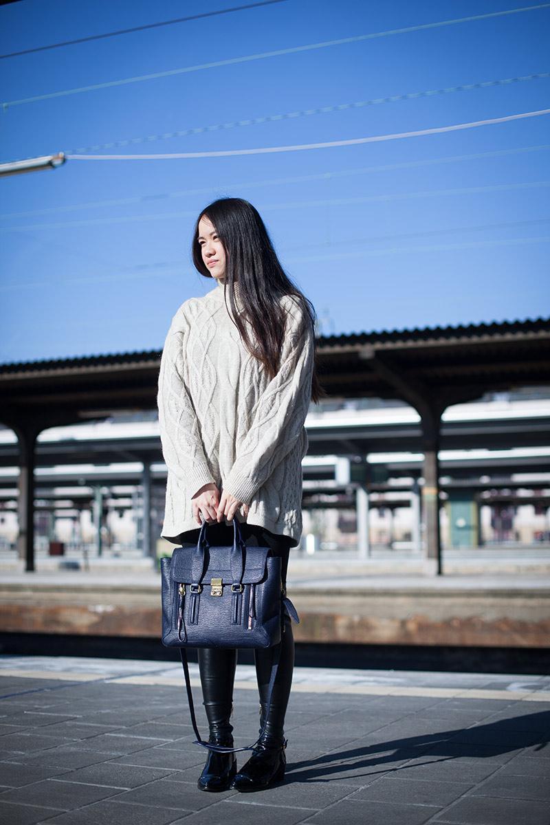 Flache Overknees und Oversized Pullover04