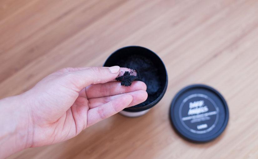 Lush Produktreview Dark Angels Reiniger für Gesicht und Körper