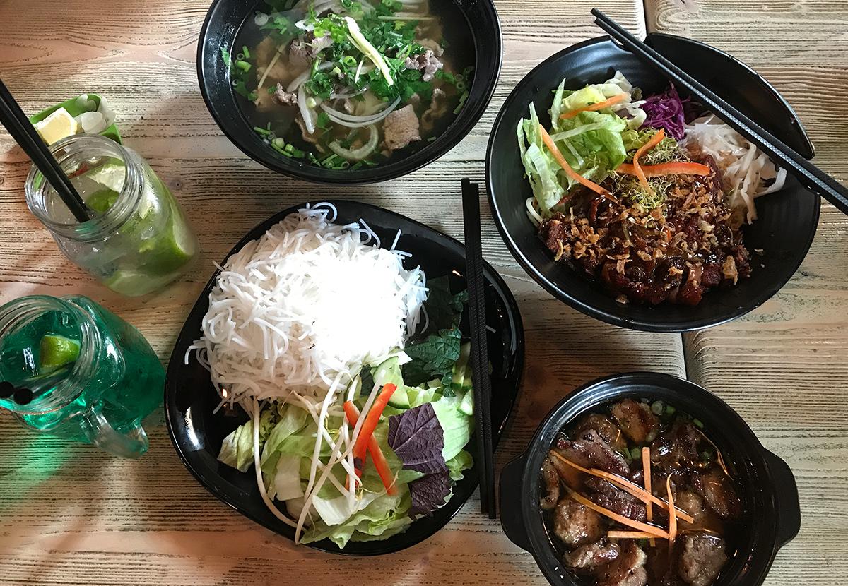 restaurant mama pho vietnamesisch essen in warschau talkasia. Black Bedroom Furniture Sets. Home Design Ideas