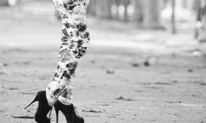 """""""Freundinnen sind wie Schuhe: Wenn man jung ist, kann man nicht genug davon haben; später stellt man fest, dass es immer die gleichen sind, mit denen man sich wohlfühlt."""""""