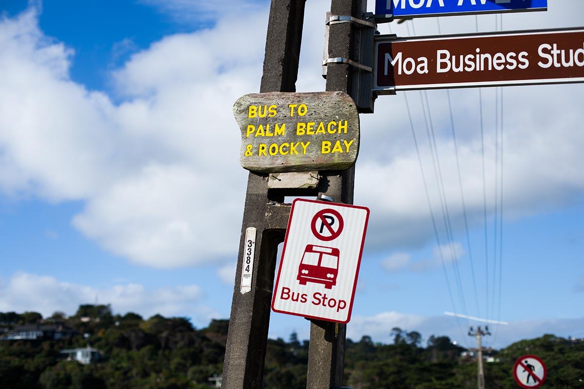 Mit dem Skybus vom Flughafen nach Auckland fahren