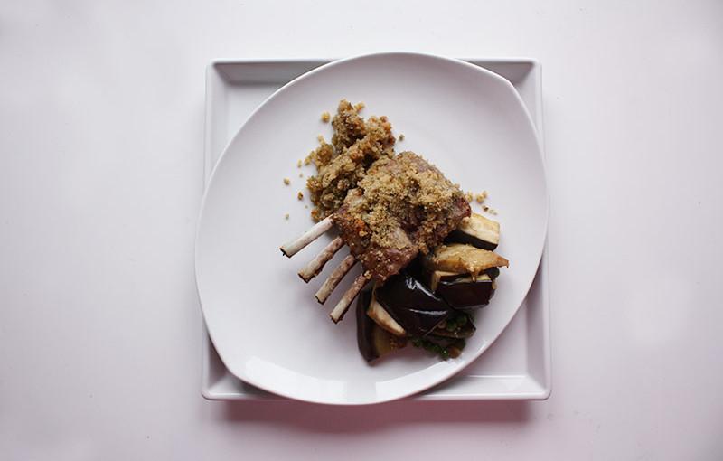 Rezept: Lammkarree mit Knoblauchkräuterkruste selber machen