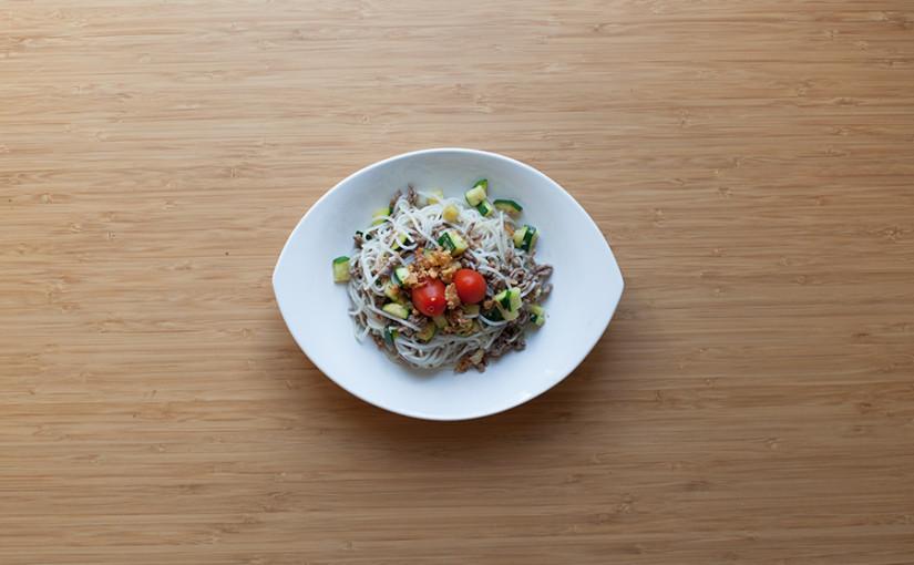 Rezept: Warmer Reisnudelsalat mit Hackfleisch selber machen